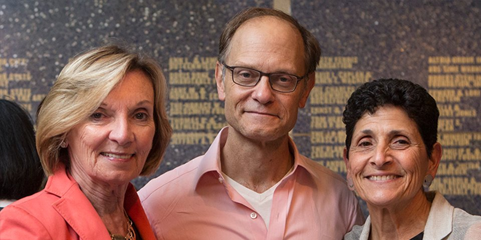 Patron Joanne Guerrerio (right) and her guest with David Hyde Pierce (photo by Chasi Annexy Photography).